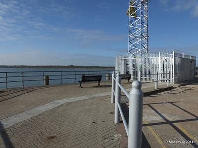 Town Quay seating PDM 19-04-2014 07-40-08