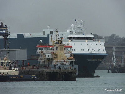 AUTO BAY reversing in to Berth 31 Passing VICTORIA C Southampton PDM 28-02-2015 15-10-33