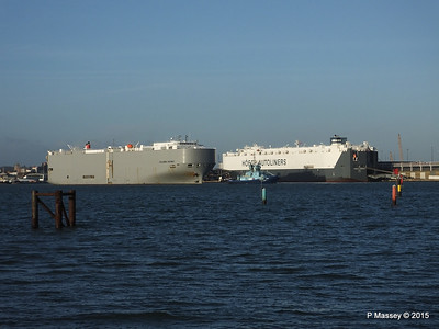 COLUMBIA HIGHWAY passing HOEGH LONDON Southampton PDM 24-01-2015 15-33-58