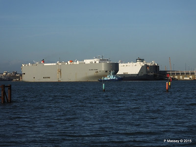 COLUMBIA HIGHWAY passing HOEGH LONDON Southampton PDM 24-01-2015 15-34-025