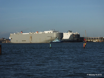 COLUMBIA HIGHWAY passing HOEGH LONDON Southampton PDM 24-01-2015 15-34-29
