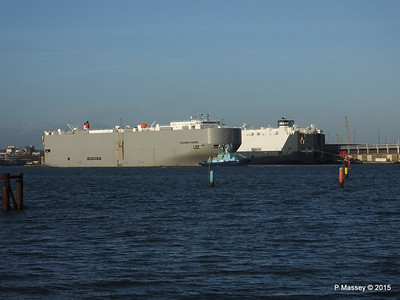 COLUMBIA HIGHWAY passing HOEGH LONDON Southampton PDM 24-01-2015 15-34-24