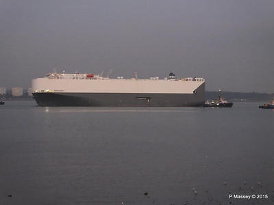 HOEGH OSAKA tow to Berth 101 passing Hythe PDM 22-01-2015 17-08-029