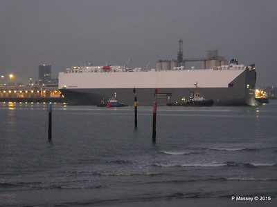 HOEGH OSAKA tow to Berth 101 passing Hythe PDM 22-01-2015 17-12-30