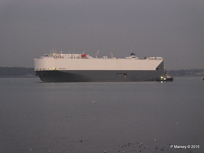 HOEGH OSAKA tow to Berth 101 passing Hythe PDM 22-01-2015 17-06-50