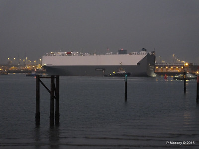 HOEGH OSAKA tow to Berth 101 passing Hythe PDM 22-01-2015 17-13-30
