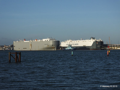 COLUMBIA HIGHWAY passing HOEGH LONDON Southampton PDM 24-01-2015 15-33-59