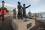 Sculpture Annie Moore & Brothers 1st US Immigrants Ellis Island Cobh 17-12-2016 14-19-31