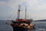 SANTA IRINI Arriving AGIA SOPHIA Skala Thira Santorini PDM 18-06-2017 16-07-00