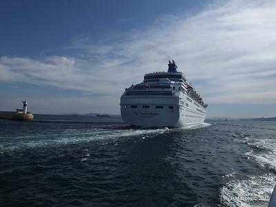 THOMSON MAJESTY Departing Piraeus PDM 02-06-2015 14-42-09