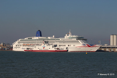 RED EAGLE Passes AUROA Southampton PDM 23-04-2015 17-19-06