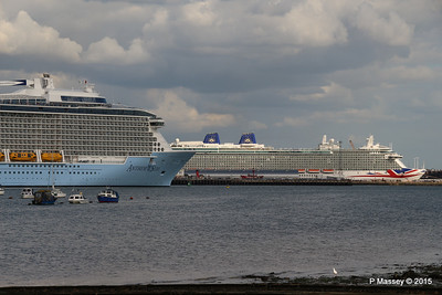 ANTHEM OF THE SEAS Passing BRITANNIA Southampton PDM 15-08-2015 16-57-08