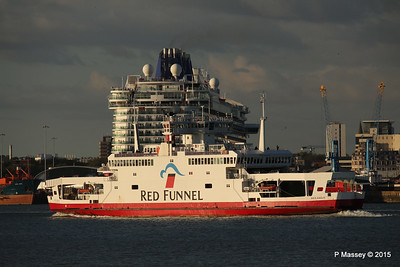RED EAGLE PAssing BRITANNIA Southampton PDM 12-09-2015 18-20-31
