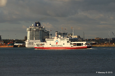 RED EAGLE PAssing BRITANNIA Southampton PDM 12-09-2015 18-20-26