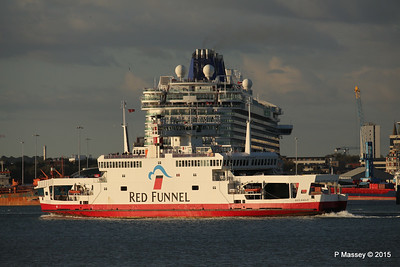 RED EAGLE PAssing BRITANNIA Southampton PDM 12-09-2015 18-20-34