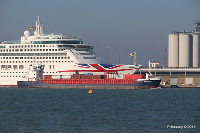 HUELIN DISPATCH Passes AURORA Southampton PDM 23-04-2015 17-14-11