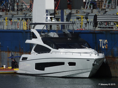 BBC MAPLE LEA Loading Yacht Southampton PDM 01-10-2015 11-17-27