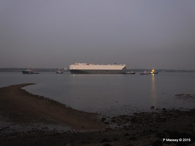 HOEGH OSAKA tow to Berth 101 passing Hythe PDM 22-01-2015 17-08-43