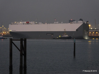 HOEGH OSAKA tow to Berth 101 passing Hythe PDM 22-01-2015 17-13-35