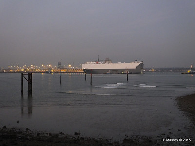 HOEGH OSAKA tow to Berth 101 passing Hythe PDM 22-01-2015 17-12-04