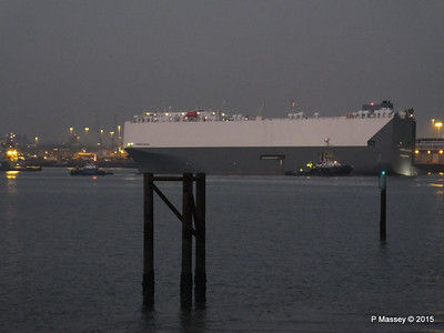 HOEGH OSAKA tow to Berth 101 passing Hythe PDM 22-01-2015 17-13-40